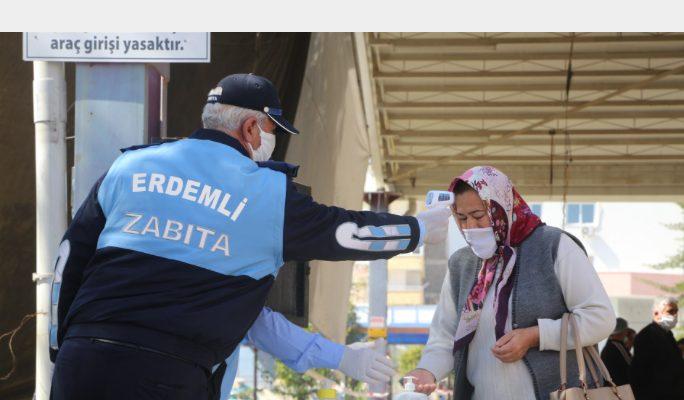 Erdemli Belediyesi Pazar Yerinde Vatandaşlara Ücretsiz Maske Dağıtıldı