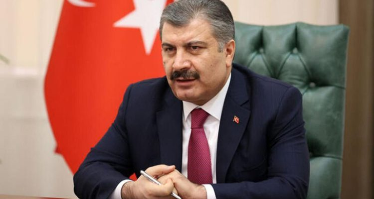 """Sağlık Bakanı Fahrettin Koca, 'Dünya Tütünsüz Günü' mesajında, """"Eğer maske takarsanız daha az sigara içersiniz"""" dedi."""