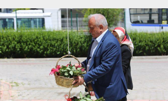 Annelerin Sepeti Güllerle Doldu; Başkan Tollu Anneler Gününü Kutladı