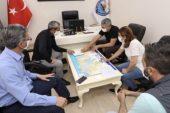 Mezitli'de Berber ve kuaförler açılış öncesi dezenfekte ediliyor