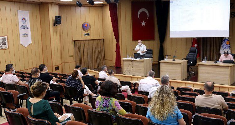 """AKDENİZ BELEDİYESİ """"BEYAZ MASA"""" KURUYOR"""