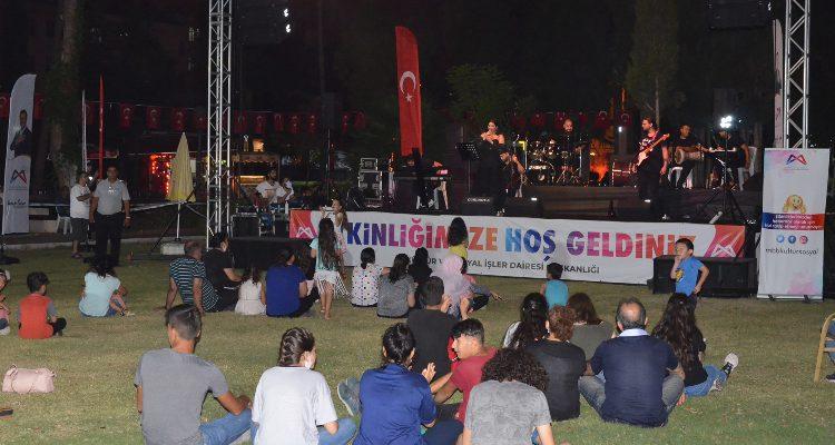 """BÜYÜKŞEHİR'DEN """"SANDALYENİ KAP GEL"""" KONSERLERİ"""