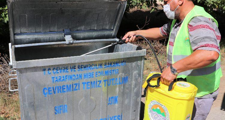 TOROSLAR'DA ÇÖP KONTEYNERLERİ DEZENFEKTE EDİLİYOR