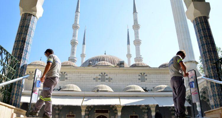 Yenişehir Belediyesinden ayak pedallı dezenfeksiyon cihazı