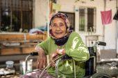 BÜYÜKŞEHİR, 85 YAŞINDAKİ NEBİHA YÜKSEL'E TEKERLEKLİ SANDALYE ULAŞTIRDI