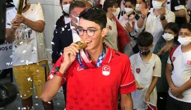 Şampiyon Mete Gazoz yurda döndü