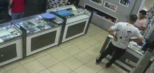 Mersin'de trajikomik olay: Hırsız bozuk telefonu çaldı