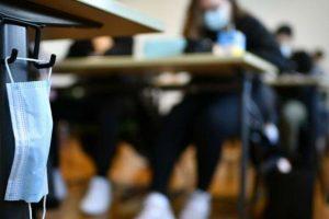 14 öğretmen 34 öğrenci corona oldu, 32 sınıf kapatıldı